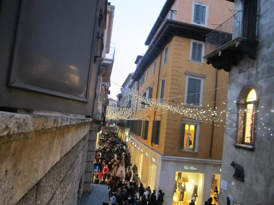 Accademia Hotel: Saturday evening crowds