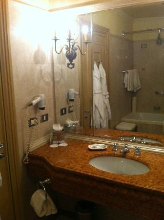 The Westin Excelsior Florence: Bathroom