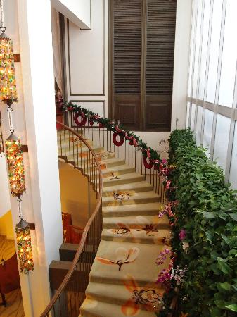 The Kahala Hotel & Resort: Spiral Stair Case