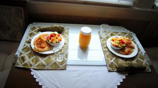 A White Jasmine Inn: BREAKFAST