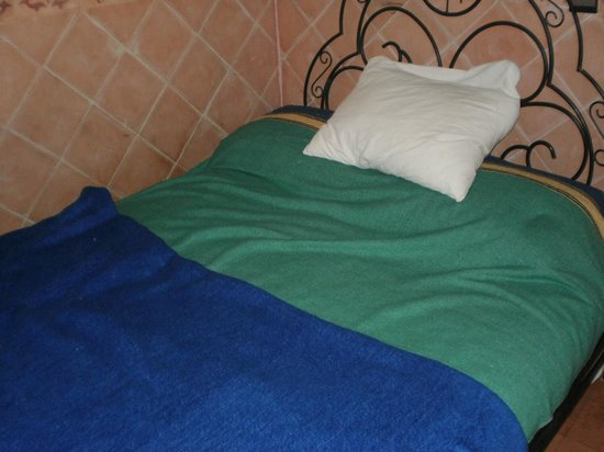 Riad Douja: Bed.