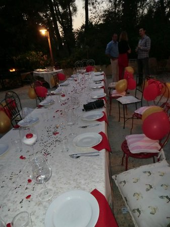 Casa Bini: Patio prepared for birthday dinner