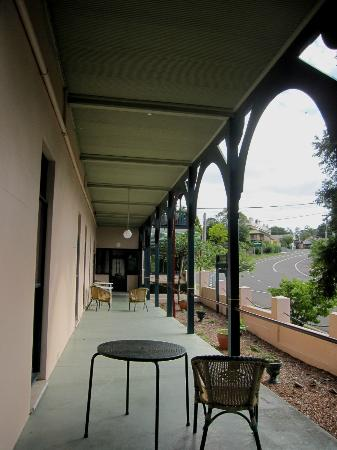 Victoria & Albert Guesthouse: The huge upstairs balcony at the Victoria and Albert Guesthouse.