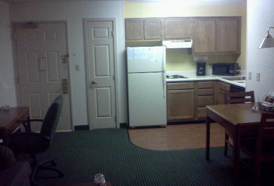 Residence Inn Allentown Bethlehem/Lehigh Valley Airport : kitchen area
