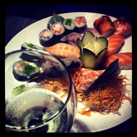 Kiss Kiss Bang Bang Sushi&drink: love