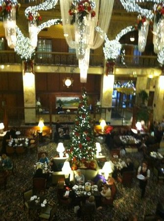 Holiday Inn Express Denver Downtown: high tea and holiday decorations