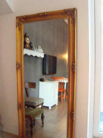 OK Hotel: Mirror