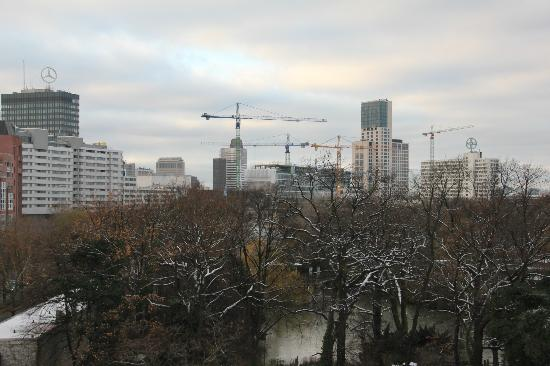 InterContinental Berlin: view of zoo and the city from the guest room