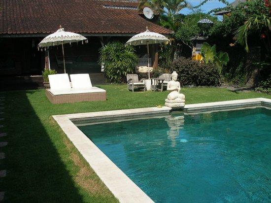 Villa Karisa: Big Hotel Pool and view to Villa Jogglo / old Javanese style