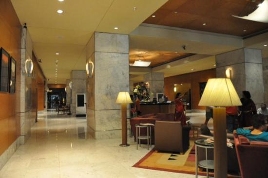 Vivanta by Taj - President, Mumbai: lobby area