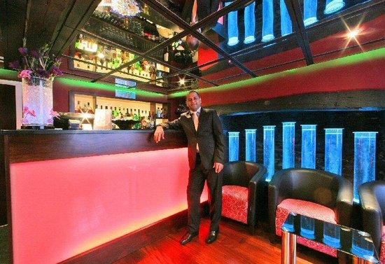 Rajpoot Restaurant: Bar scene