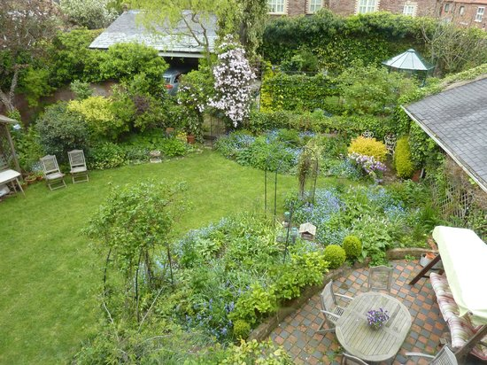 Number One Bed and Breakfast: Rear cottage garden
