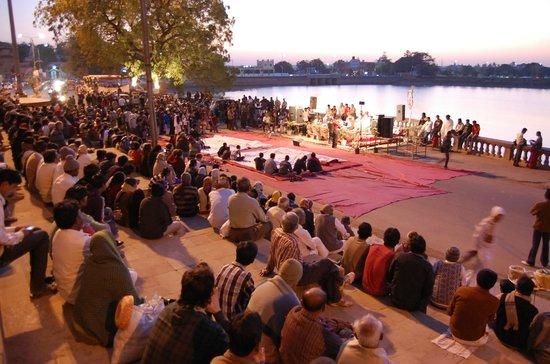 Shree Swaminarayan Temple Bhuj: bhuj hamirsar lake talav