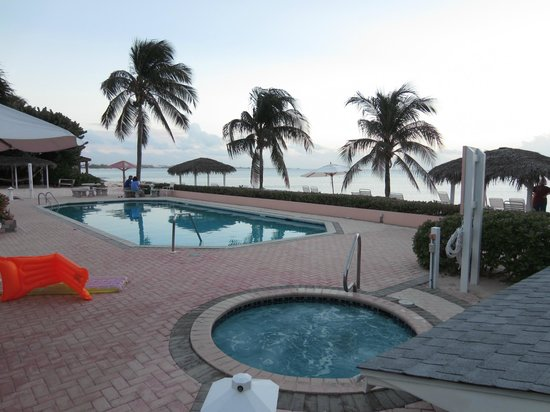 Aqua Bay Club : Pool and hot tub