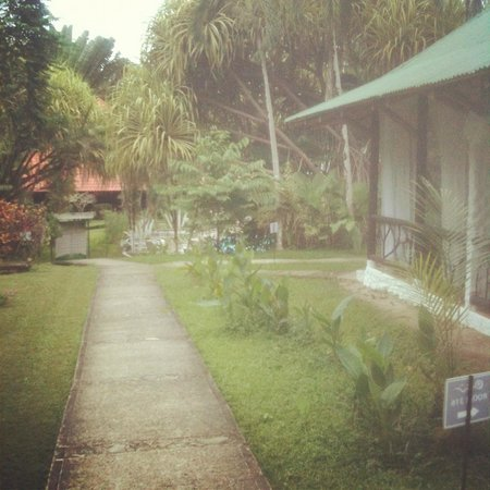 Villas Rio Mar: Pasillos entre recepción y las cabinas