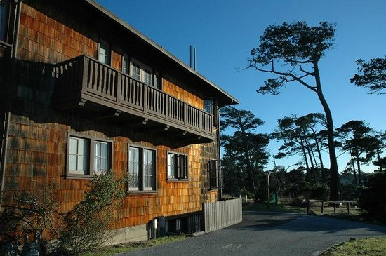 Asilomar Conference Grounds: Lodge exterior