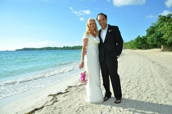 e779ee15d wedding photo on the beach - Sandals South Coast