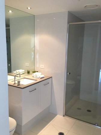 Mantra Circle on Cavill: Main bathroom with shower