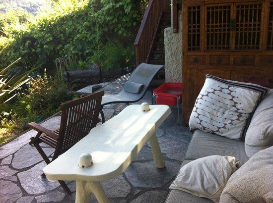 Joya Garden & Villa Studios: Patio