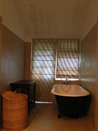 Ferncliff: bathroom