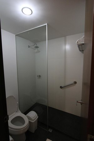NH Collection Royal Medellin: bathroom