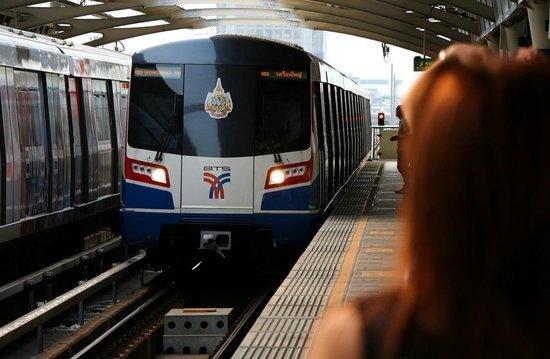 รถไฟฟ้า BTS: Modern & clean...