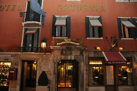 Hotel Saturnia & International : Hotel entrance