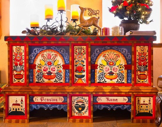 Hotel Pension Anna: Austrian hand=painted cabinet