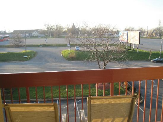 BEST WESTERN Fallsview: room on back of hotel.  street pretty quiet.