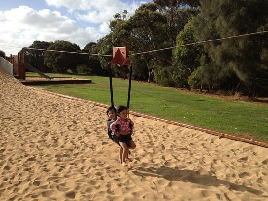 Parque infantil del Lago Pertobe: kids flying fox