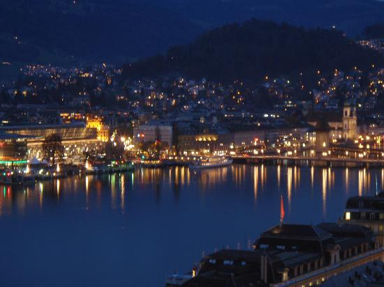 Art Deco Hotel Montana Luzern: Luzern (night) - view from room balcony.