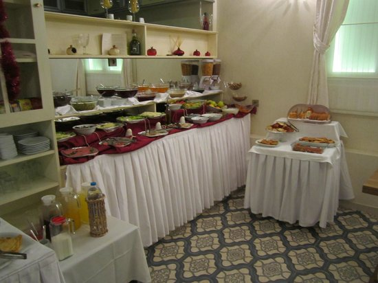 Muyan Suites: Breakfast area