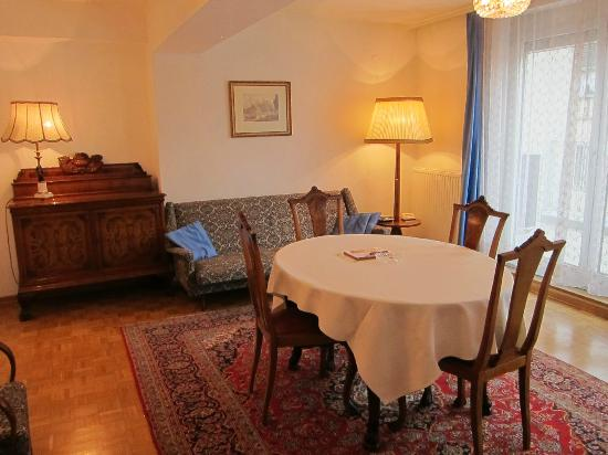 Pension Sacher: Living / dining room