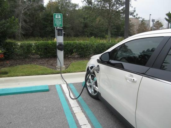 Residence Inn Orlando Lake Mary: Love this electric car hook-up