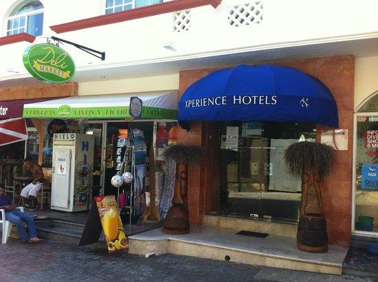 Entrance of hotel don mario 39 s deli next door picture for Best boutique hotels playa del carmen