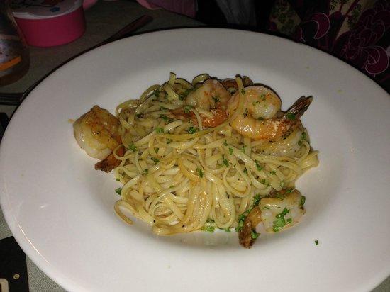 Fish Trap: shrimp pasta with garlic sauce