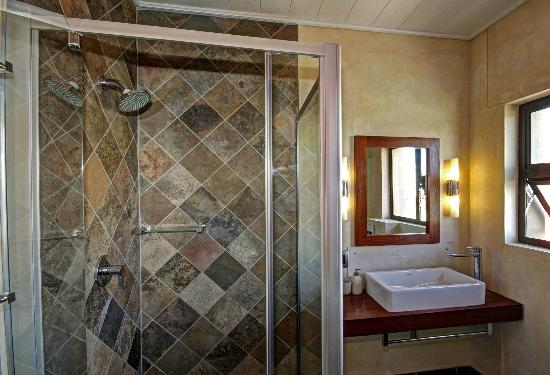 Hartmann Suites Serviced Apartments: Bathroom