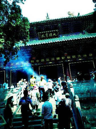 Shaolin Temple: offering at the temple