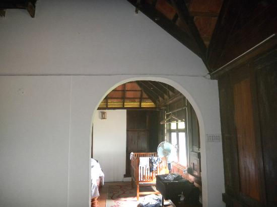 Paradisa Plantation Retreat: View of the bedroom...old world architecture