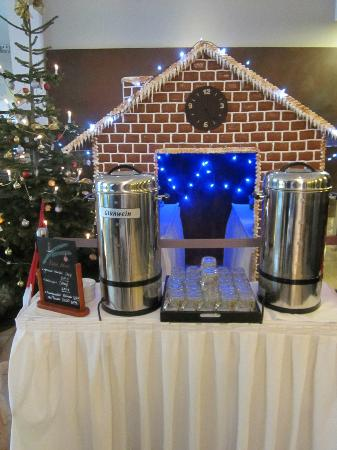 NH Collection Nürnberg City: Cute Gingerbread House and mulled wine display in the lobby-nice touch!