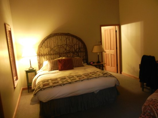 Weasku Inn: Lovely bed