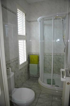The Mayfair Guest House: Room 7 bathroom