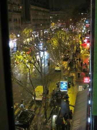 Mercure Paris Arc de Triomphe Etoile: L'avenue des Ternes vue de notre chambre