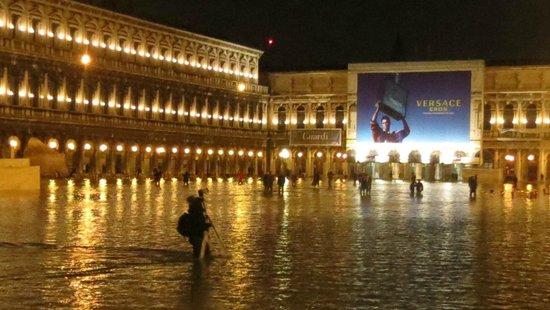 Hotel Alle Guglie: piazza San Marco fine novembre