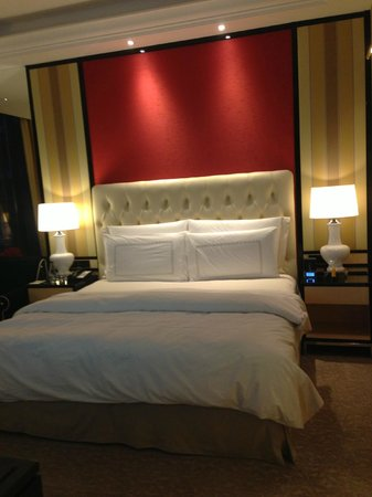 The Trans Luxury Hotel Bandung: King Bed