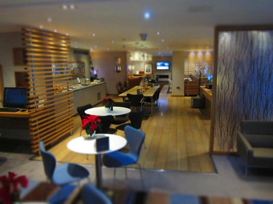 Hilton London Heathrow Airport: Spacious exec lounge