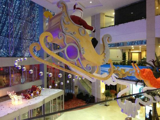 Blue Horizon Hotel (Qingdao Huangdao): Front entrance