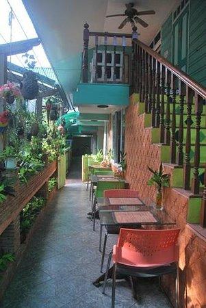 Sam Sen Sam Place: Dining Area