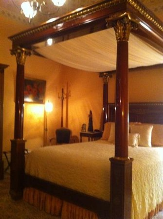 Schenck Mansion Bed & Breakfast Inn: warmly elegant