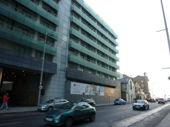 Clayton Hotel Cardiff Lane: Hotel-Fasade